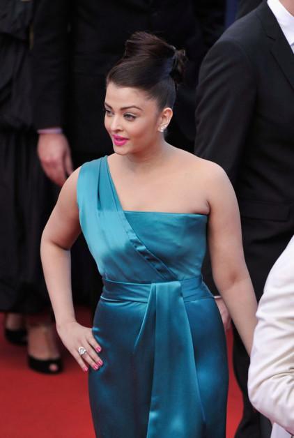 aishwarya blue cleopatra