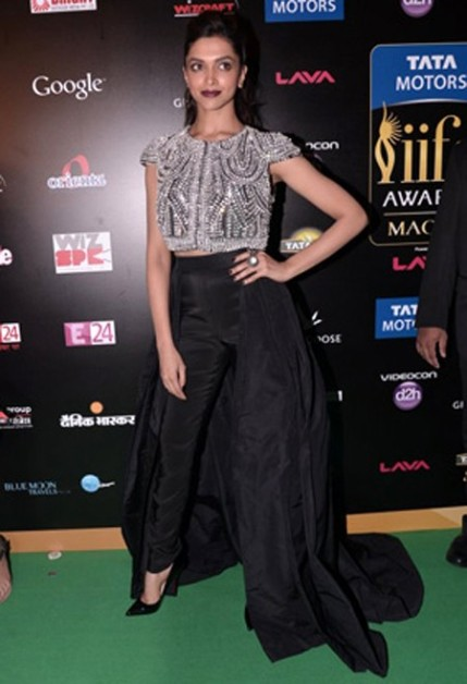Deepika Padukone iifa Awards 2013 green carpet