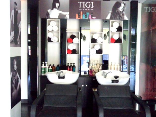 Lakme Absolute Hair Straightening Booth