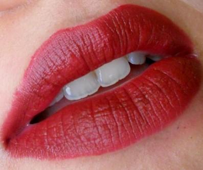 Mac Diva Lipstick Swatch on lips
