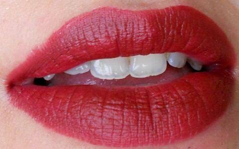 Mac Diva Lipstick Lip Swatch