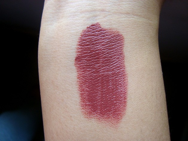Chanel Rouge Coco Hydrating creme lip color 26 Venise swatches