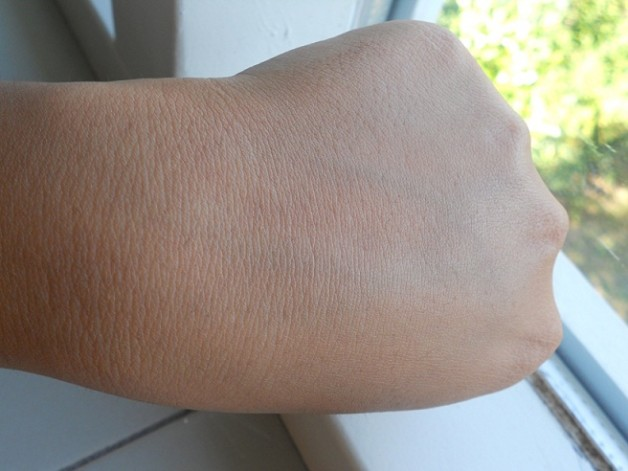 Bourjois Radiance Reveal Healthy Mix foundation Swatches