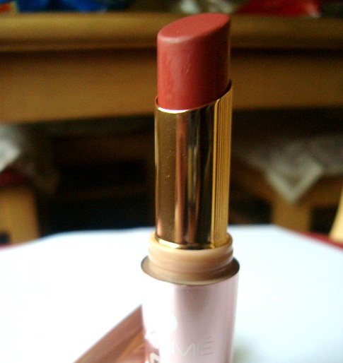 lakme 9-to-5 lipstick scarlet drill photo