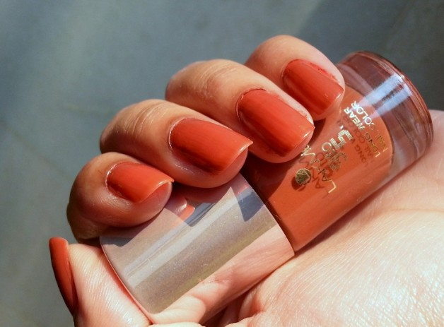 lakme 9 to 5 long wear nail color oak room