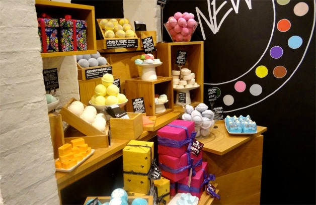 lush fresh handmade cosmetics store blog review