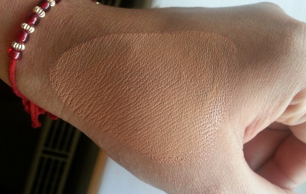 Mac Studio Sculpt Foundation Spf 15 Swatch unblended
