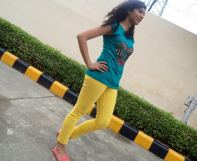 outfit of the day yellow pants blue top summer trend