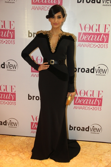sonam kapoor vogue beauty awards 2013