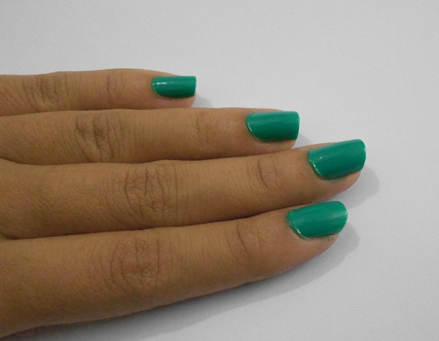 Lakme Absolute Fast and Fabulous Nail Enamel storm green swatch