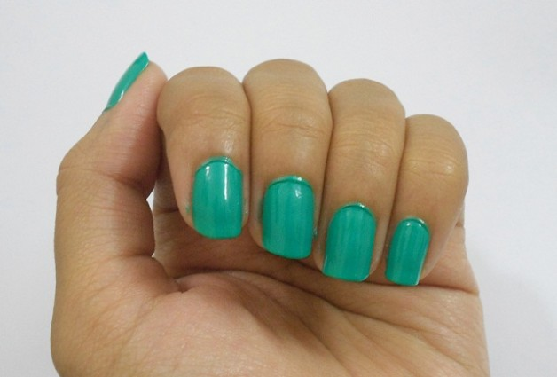 Lakme Absolute Fast and Fabulous Nail Enamel storm green swatches