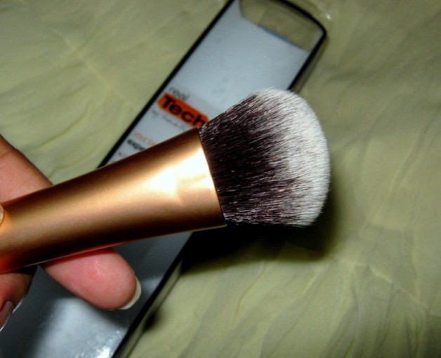Real Techniques Expert Face Brush by samantha chapman photo