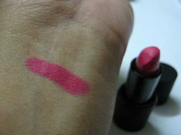 Sleek Makeup True Colour Lipstick Matte Pink Freeze swatch