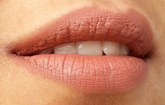 lakme 9-to-5 lipstick coffee command swatch on lips