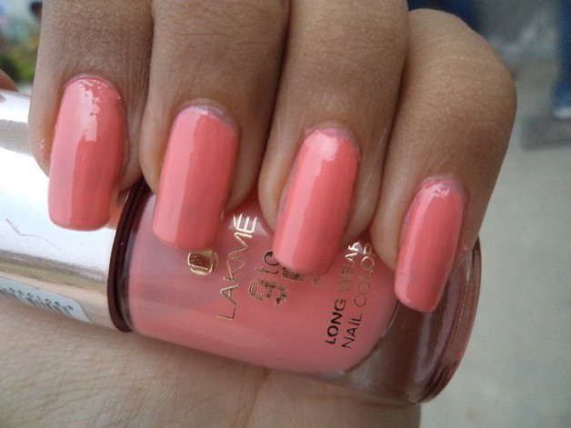 Lakme 9 to 5 Long Wear Nail Color Rosey Monday swatch