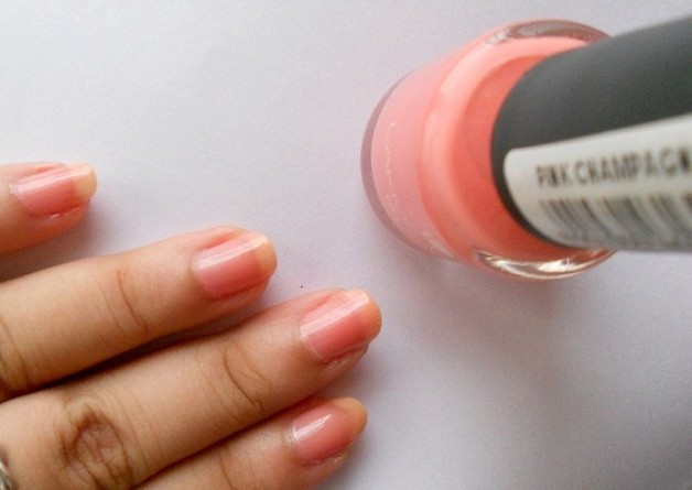 Lakme Absolute Gel Stylist Nail Paint Pink Champagne