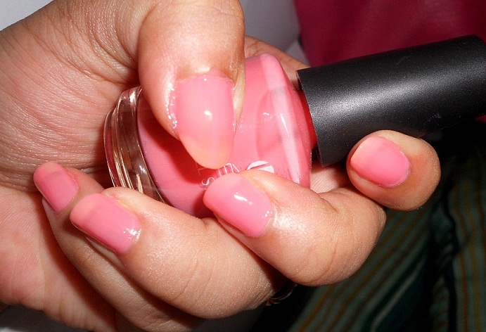 Lakme Absolute Gel Stylist Nail Paint Pink Champagne Swatches
