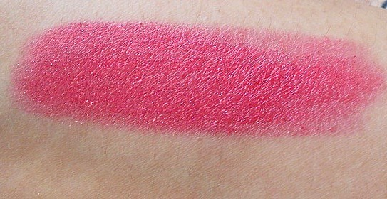 L'oreal Paris Glam Shine Balmy Gloss (Lip Crayon) 909 Pomegranate Punch- Swatch