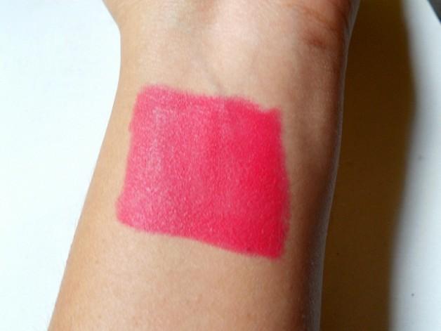 mac relentlessly red retro matte lipstick swatch