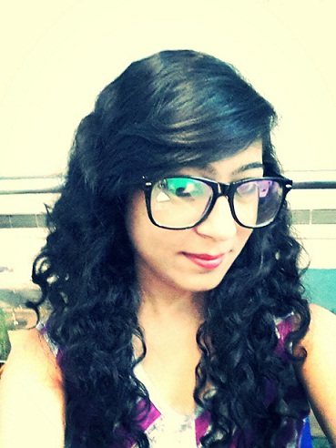 nerd makeup look curly hair