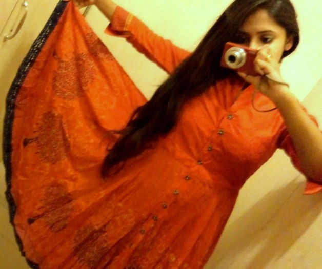 red anarkali outfit photo fashion blogger