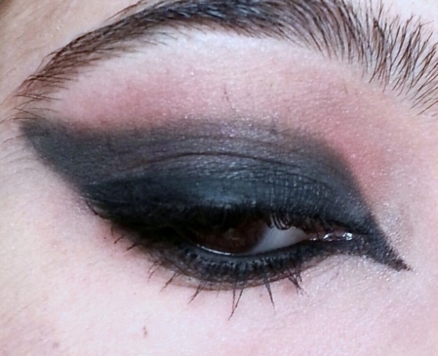 vampire black smokey eye makeup ideas