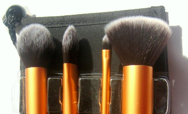 Real techniques core collection-makeup brushes kit review blog