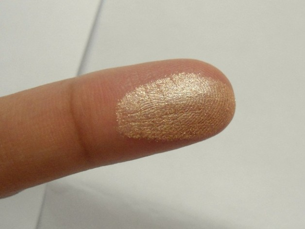 mac mineralize skinfinish soft and gentle swatch