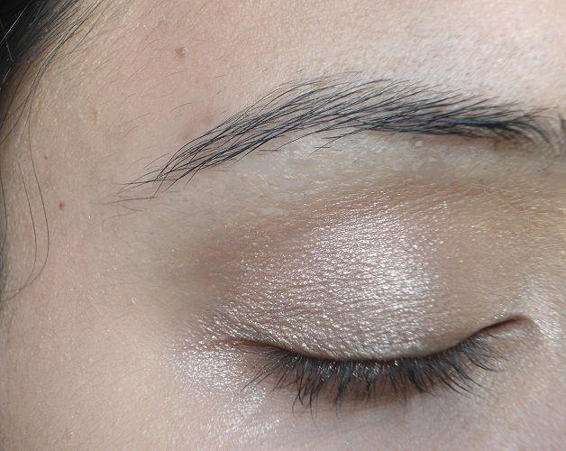 mac mineralize skinfinish soft and gentle swatch on eyes