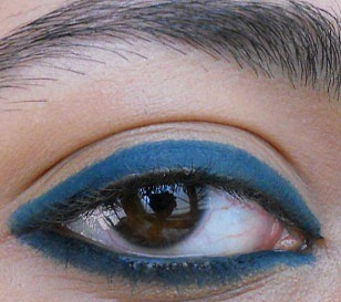 Lakme Eyeconic kajal green swatch eyes