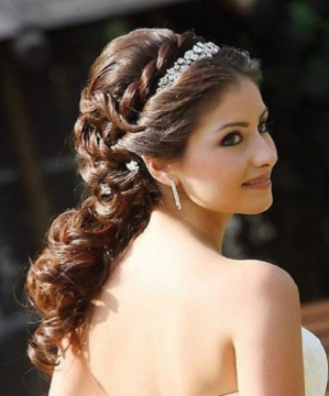 best indian bridal hairstyle for long hair
