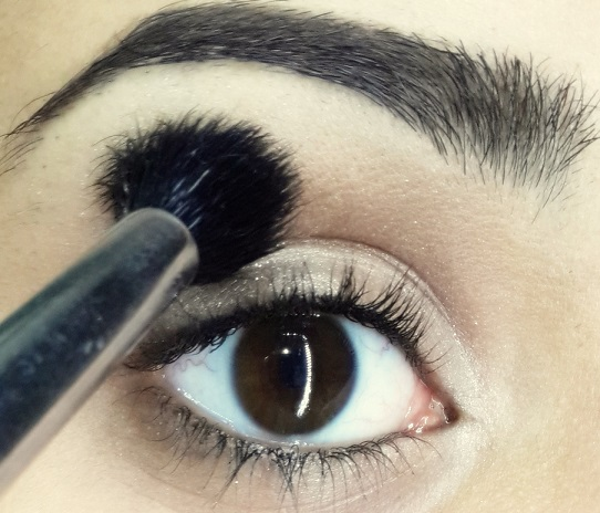 how to do easy cat eyeliner tutorial step 2