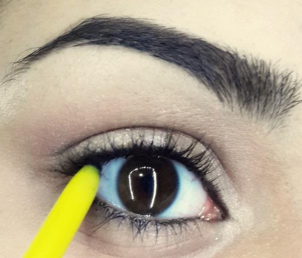 how to do easy cat eyeliner tutorial step 3