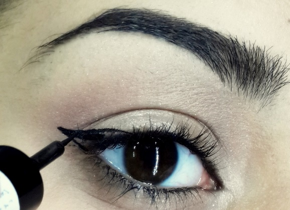 how to do easy cat eyeliner tutorial step 6