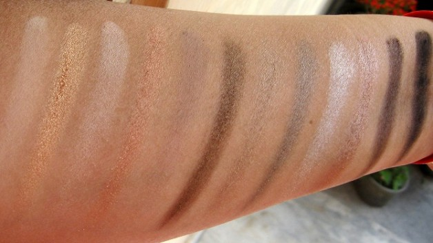 urban decay naked2 eyeshadow palette review swatch