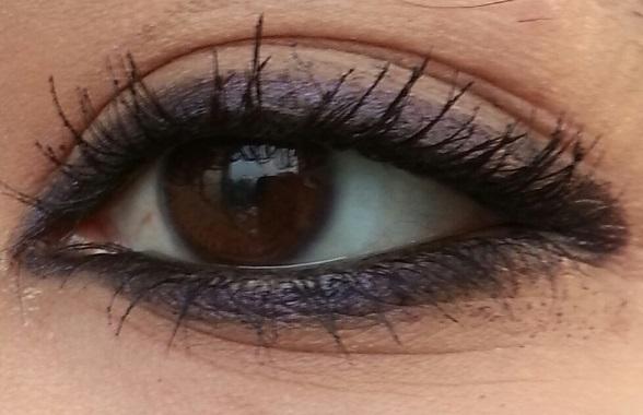 Bobbi Brown Smokey Kajal Eyeliner black amethyst Review Swatch on eyes