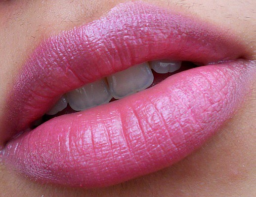 L'Oreal Rouge Caresse Lipstick Rose Mademoiselle Review lip swatch