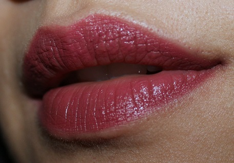Lakme Absolute Creme Lipstick Sheer Berry review lip swatch