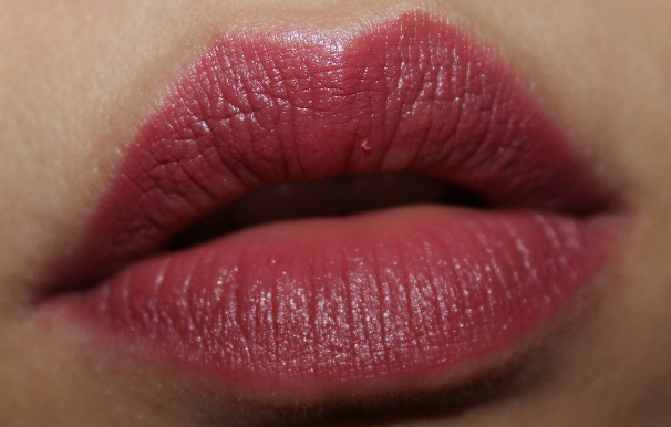 Lakme Absolute Creme Lipstick Sheer Berry review lip swatches