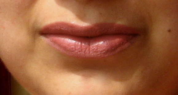 mac bad girl riri lipstick review lip swatches