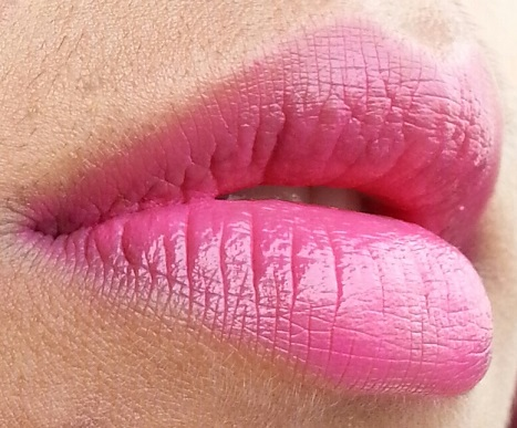 maybelline pink alert lipstick pow2 review lip swatch