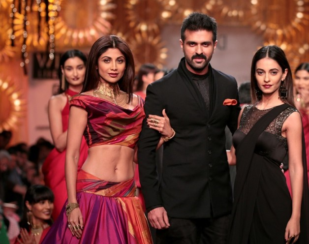 shilpa shetty at wills lifestyle india fashion week aw14 day1 tarun tahiliani opening show