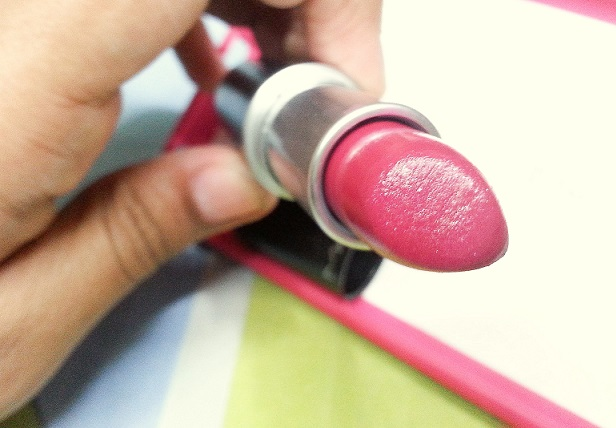 MAC Cremesheen Lipstick Lickable review swatches photo
