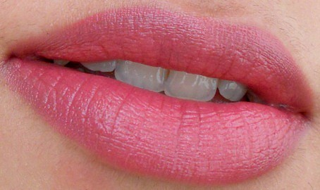 Revlon ColorBurst Matte Balm Sultry review lip swatch