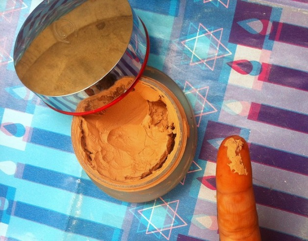 Clarins Instant Smooth Foundation Review swatches