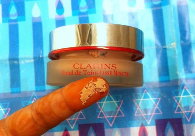 Clarins Instant Smooth Foundation Review swatch