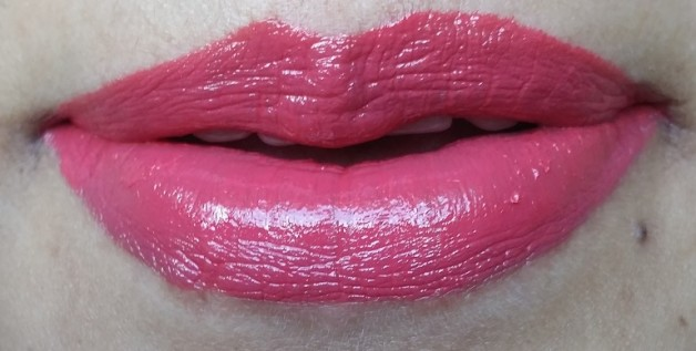 Rimmel Lip Lacquer Apocalips Aurora review lip swatches