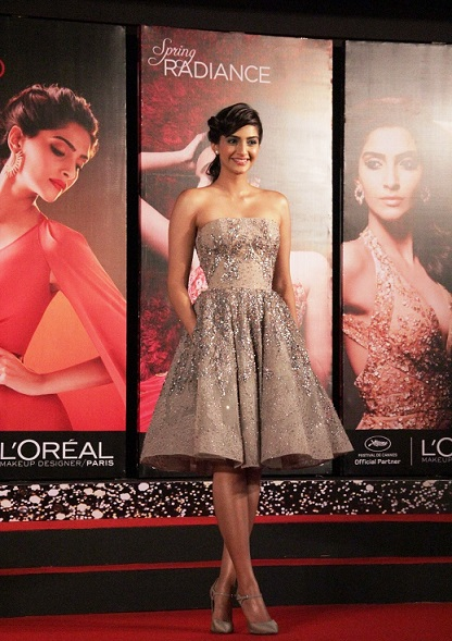 loreal paris sonam kapoor lor lumiere cannes makeup looks