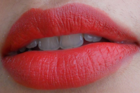 LOreal Paris Color Riche Moist Matte Lipstick Flaming Kiss review lip swatches