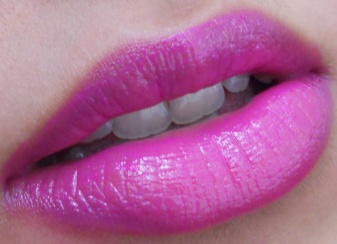 Yves Saint Laurent 19 Fuchsia in Rage lipstick review lip swatches